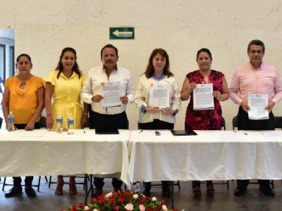 """<a href=""""/noticias/formaliza-gobierno-de-morelos-entrega-de-inmueble-en-axochiapan"""">Formaliza Gobierno de Morelos entrega de inmueble en Axochiapan</a>"""
