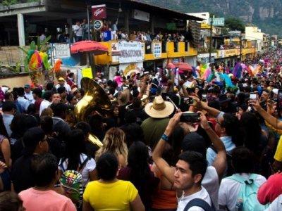 """<a href=""""/noticias/visitan-morelos-400-mil-turistas-este-buen-fin"""">Visitan Morelos 400 mil turistas este Buen Fin</a>"""