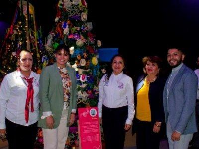 """<a href=""""/noticias/participa-morelos-en-exhibicion-lazos-de-navidad-instalada-en-el-papalote-museo-del-nino-en"""">Participa Morelos en exhibición """"Lazos de navidad"""" instalada en el Papalote Museo del Niño e...</a>"""