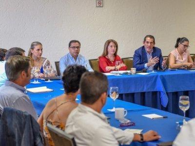 """<a href=""""/noticias/coordina-esfuerzos-gobierno-de-morelos-con-empresarios-contra-el-coronavirus-covid-19"""">Coordina esfuerzos gobierno de Morelos con empresarios contra el coronavirus COVID-19 </a>"""