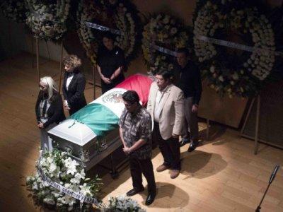 """<a href=""""/noticias/rinde-gobierno-de-morelos-homenaje-al-pintor-jorge-cazares"""">Rinde Gobierno de Morelos homenaje al pintor Jorge Cázares</a>"""