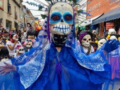 """<a href=""""/noticias/con-magno-desfile-de-catrinas-se-inaugura-el-festival-miquixtli-2019"""">Con magno desfile de catrinas se inaugura el Festival Miquixtli 2019</a>"""