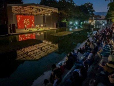 """<a href=""""/noticias/disfrutan-mas-de-cuatro-mil-personas-del-festival-luz-decembrina"""">Disfrutan más de cuatro mil personas del Festival Luz Decembrina</a>"""